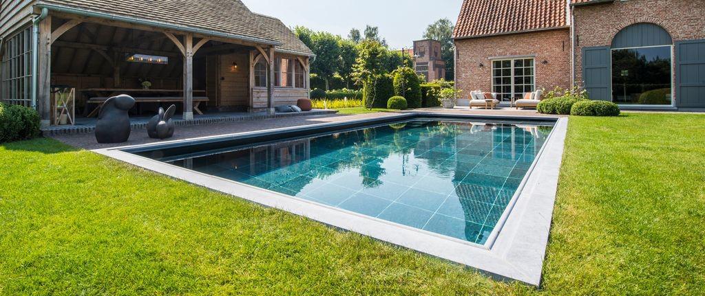 Aanleg zwembad prijs cool aanleg zwembad in je tuin with for Kostprijs zwemvijver aanleggen