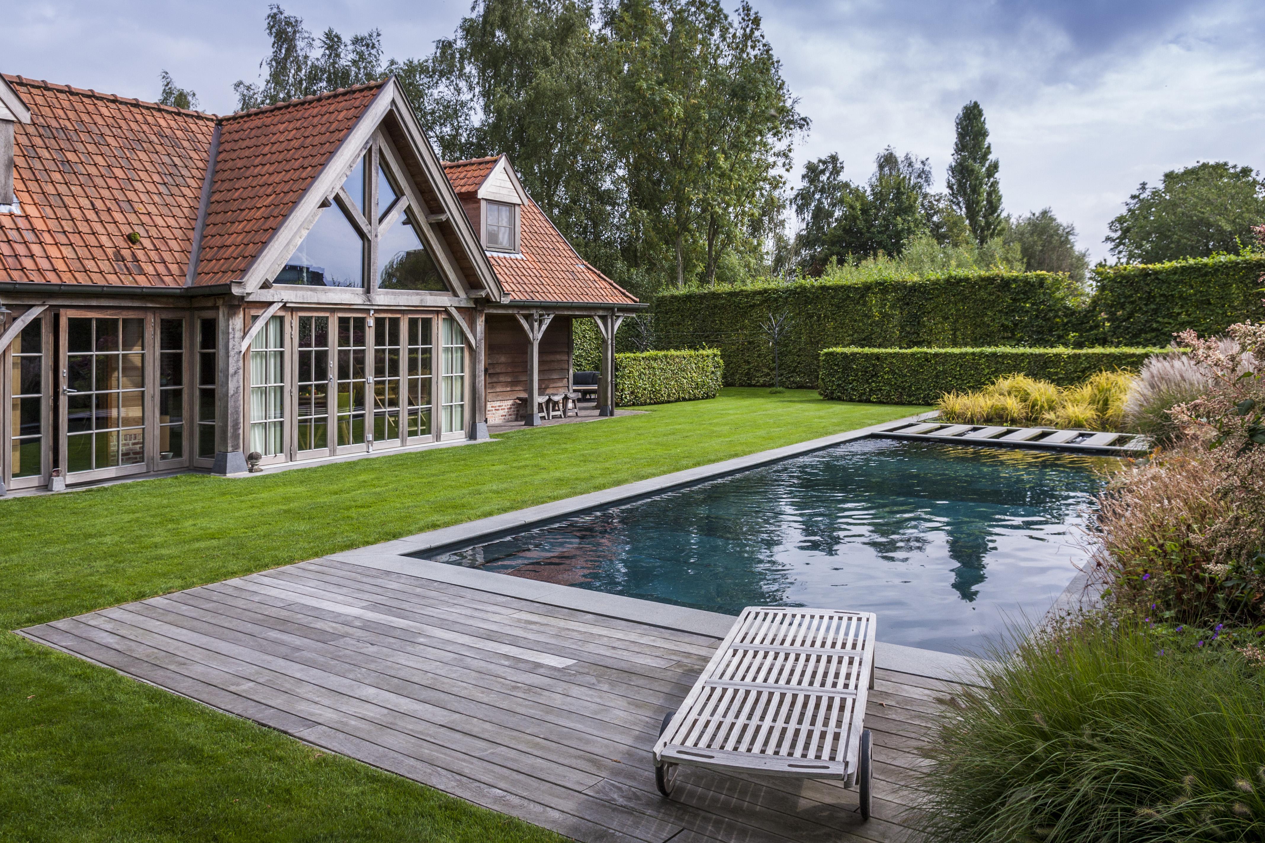 Zwembad van h construct zwemvijver voor mens en vis