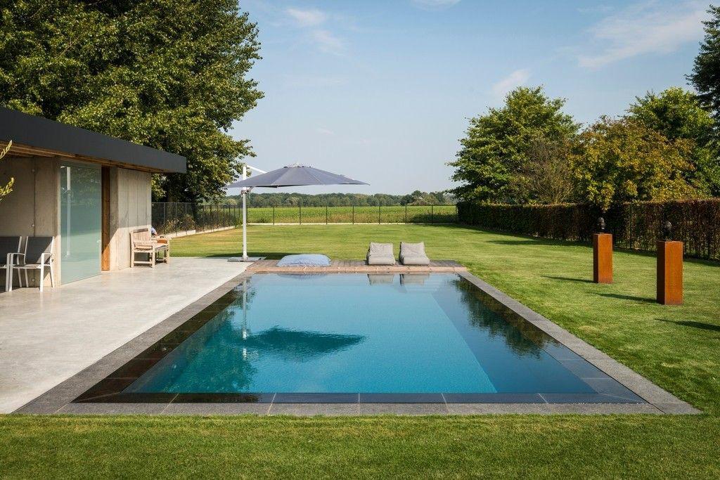 Zwembad van nijs nv mooie uitlijning boord en overloopstenen zwembadenplus - Zwembad kleur liner ...