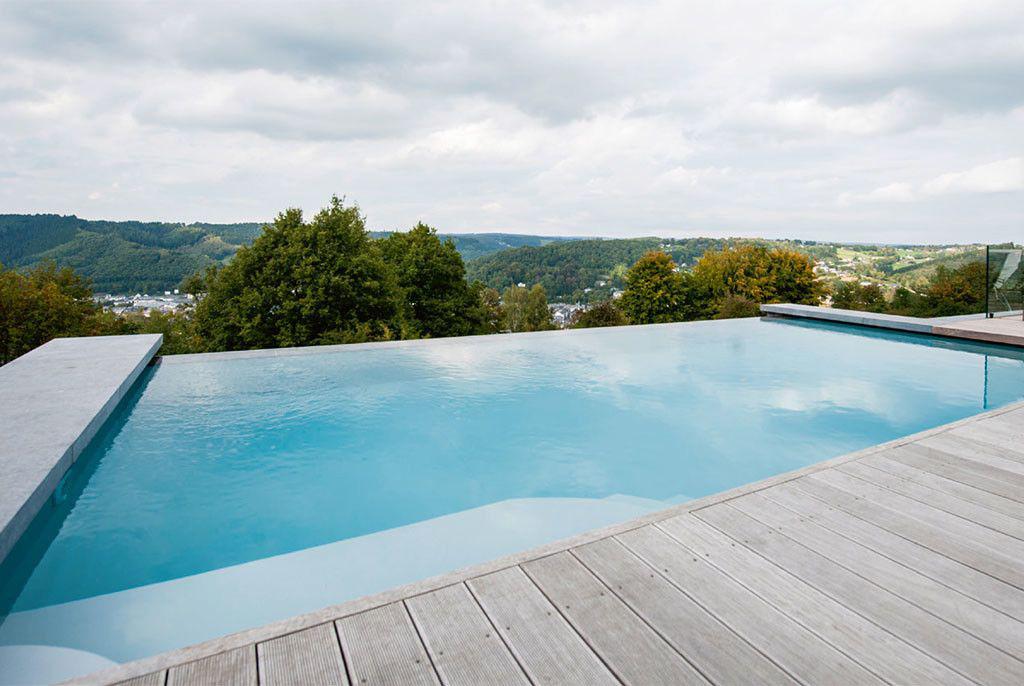 Zwembad van piscines ondine schitterend zicht op malmedy for Piscine ondine estaires